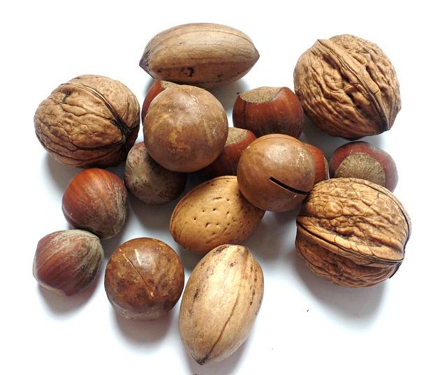 תערובת אגוזים: פקאן, אגוז לוז, אגוזי מלך ושקד