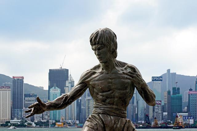 פסל של ברוס לי