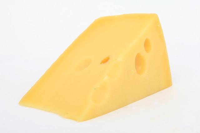 גבינה קשה עם חורים