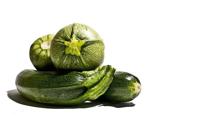 ארבעה קישואים ירוקים