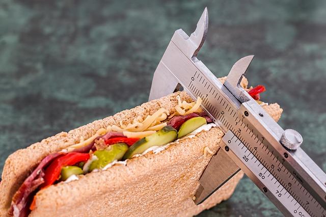 מדידת סנדביץ בעזרת מכשיר מדידה